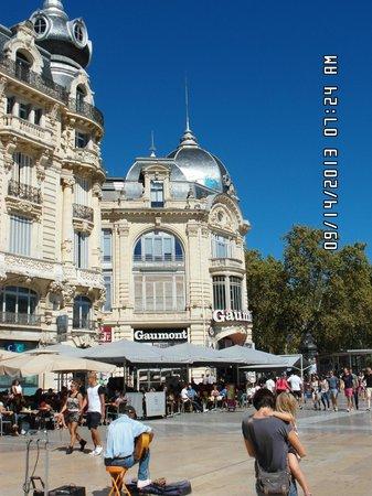Place de la Comedie: Beautiful buildings