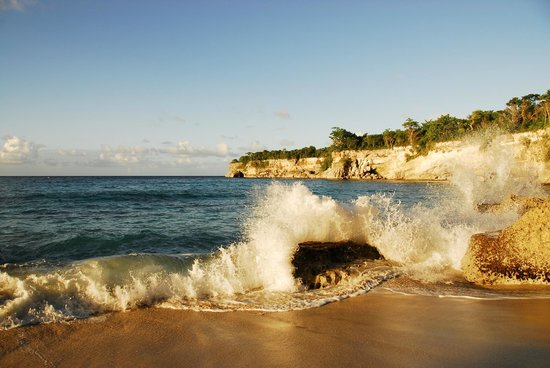 The Palace at Playa Grande: The surf hitting the private beach