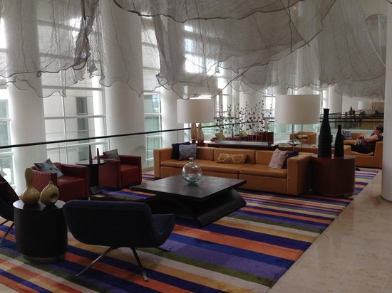 Renaissance Schaumburg Convention Center Hotel: One beautiful sitting area