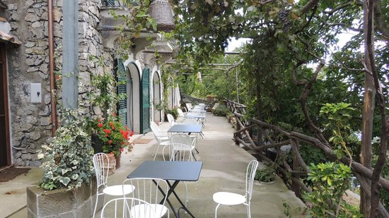Colle dell'Ara: Lovely terrace outside of common area
