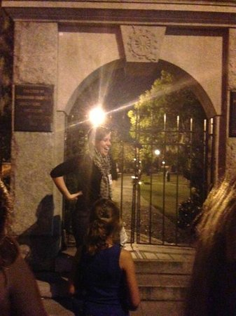 Savannah Hauntings Ghost Tour: Guide leading tour near cemetary. So cool. :)