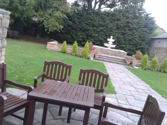 Edinburgh Minto Hotel : private garden for the honeymoon suite