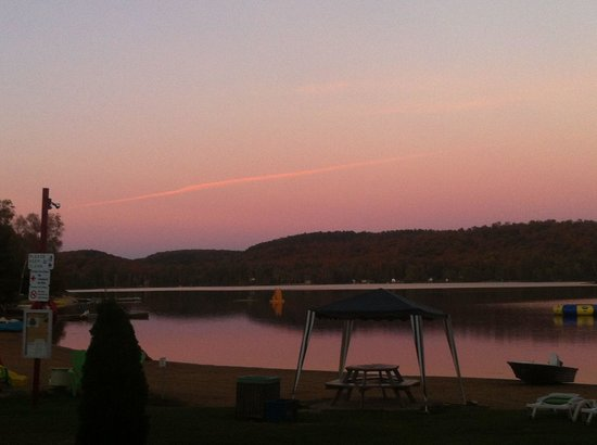 Oxtongue Lake Cottages: Sunset at the Cottages
