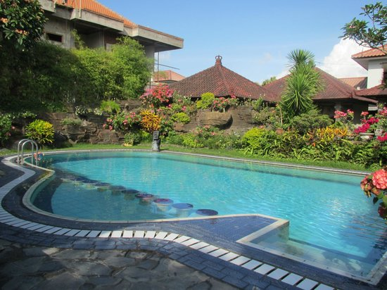 Segara Agung Hotel: The pool small but functional and well maintained