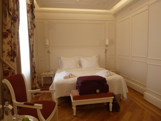 Corinne Hotel: The wonderfully comfortable bed