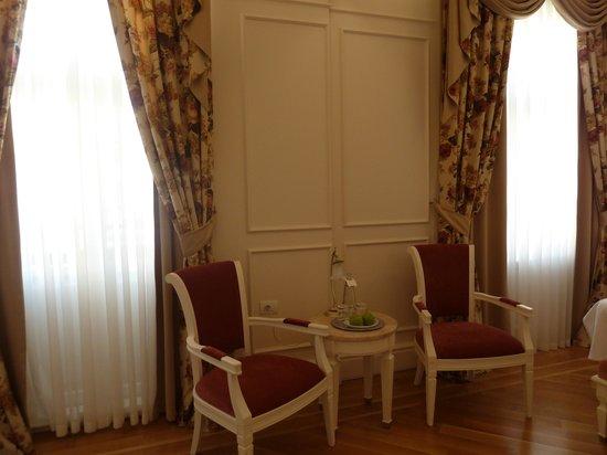 Corinne Hotel: sitting area