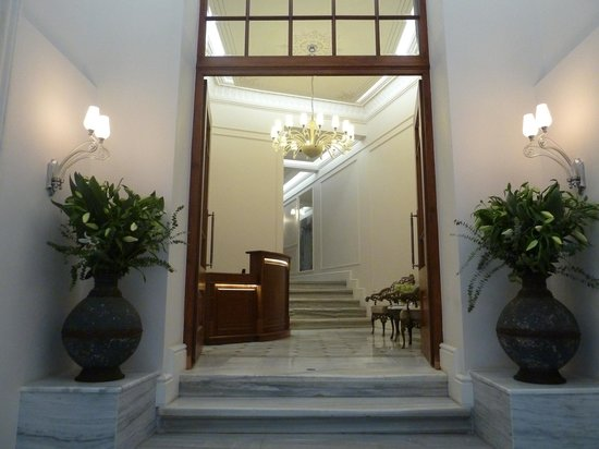 Corinne Hotel: the front entry