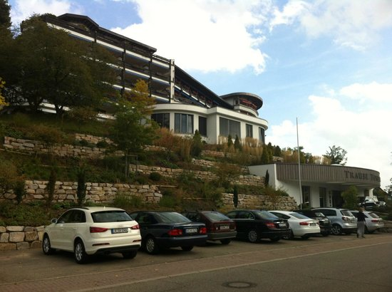 Hotel Traube Tonbach: Front of the hotelView of hotel