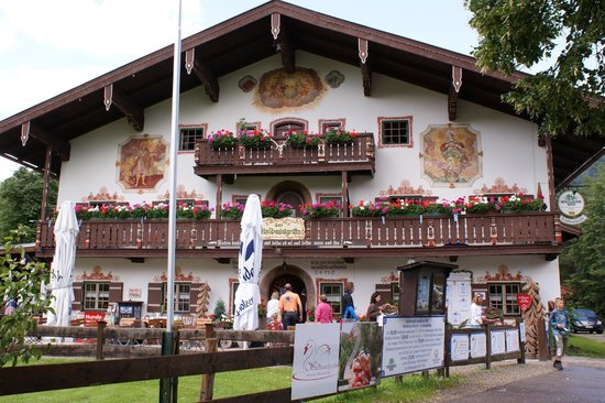 Ruhpolding, Germany: Windbeutel-Excellent and Interesting Bavarian Restaurant!