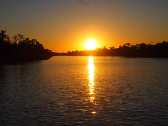 Outback Pioneers: Thomson River Sunset. Kinnon and Co River Cruise