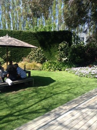 Rock Ferry Wines Restaurant: Dining out in the garden!