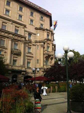 Hotel Nassauer Hof: Hotel entrance