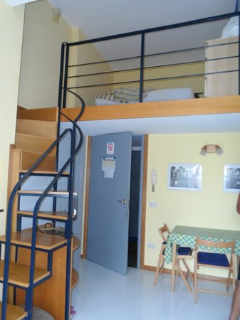 Il Pozzo : Stairs going up to the bedroom and bathroom