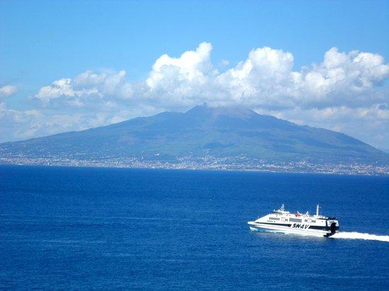 Il Pozzo: Mt. Vesuvius