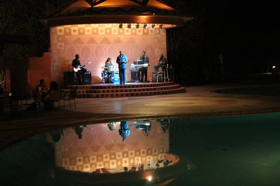 AVANI Victoria Falls Resort: Entertainment
