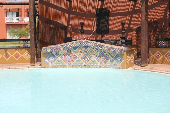 AVANI Victoria Falls Resort: pool