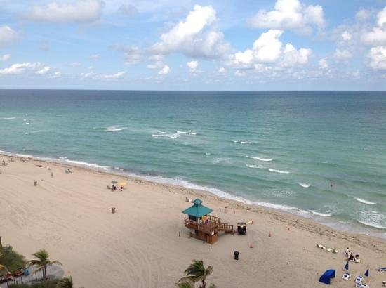 Doubletree by Hilton Ocean Point Resort & Spa - North Miami Beach: another view