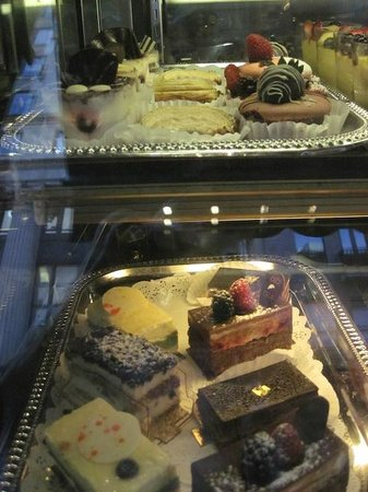 Ceci-Cela: Pastries in the window