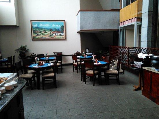 Wyndham San Jose Herradura Hotel & Convention Center: Lousy service at breakfast