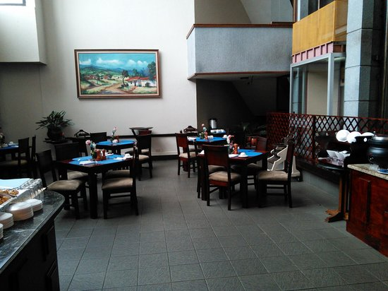 Wyndham San Jose Herradura Hotel and Convention Center: Lousy service at breakfast