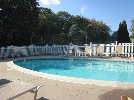 Pink Blossoms Resort (Family Suites): Pool