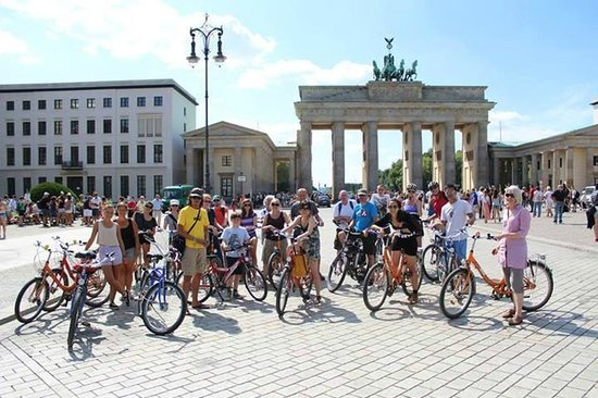 Fat Tire Tours Berlin: Brandenburg gate
