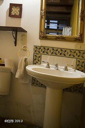 Candelaria Antigua Hotel: Bathroom view