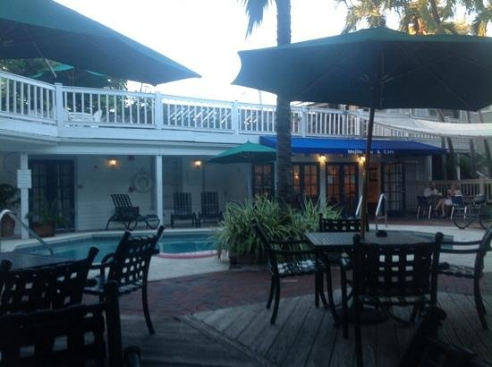 Lighthouse Court Hotel in Key West: Pool area with mojito bar