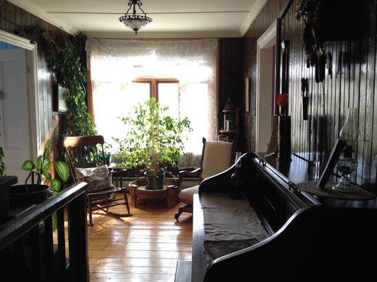 Gite et Centre de Sante des Loups: Palier devant les chambres
