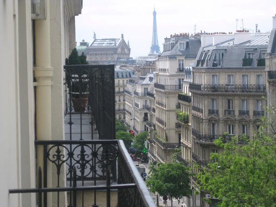 Hotel Palm - Astotel : View of the Eiffel tower from the balcony of Hotel Palm Opera