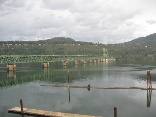 BEST WESTERN PLUS Hood River Inn: Hood Bridge on Columbia River