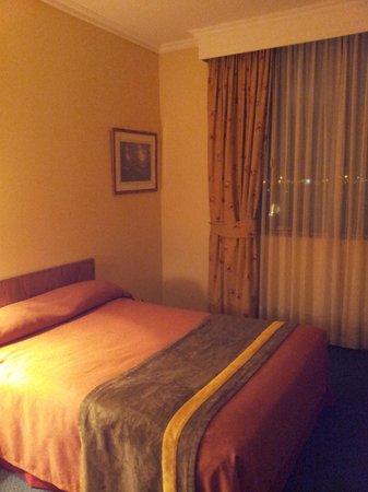 Hotel Diego de Almagro Aeropuerto: Comfortable bed