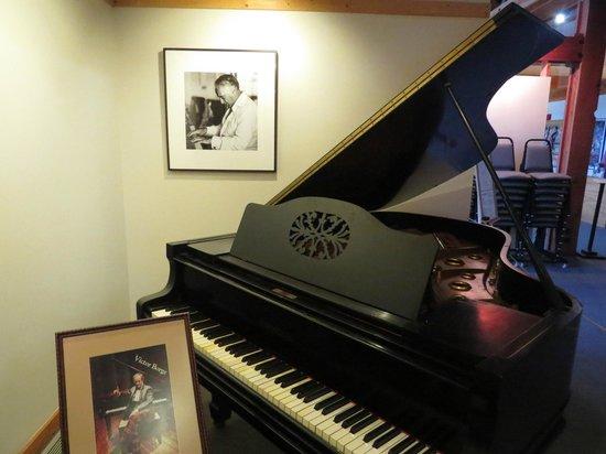 Museum of Danish America: Victor Borge piano