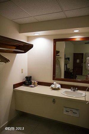 Best Western Belize Biltmore Plaza : View of bathroom