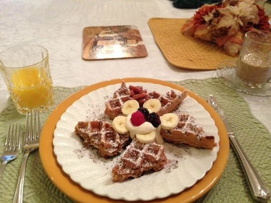 Red Bluff Cottage: scrumptious waffles