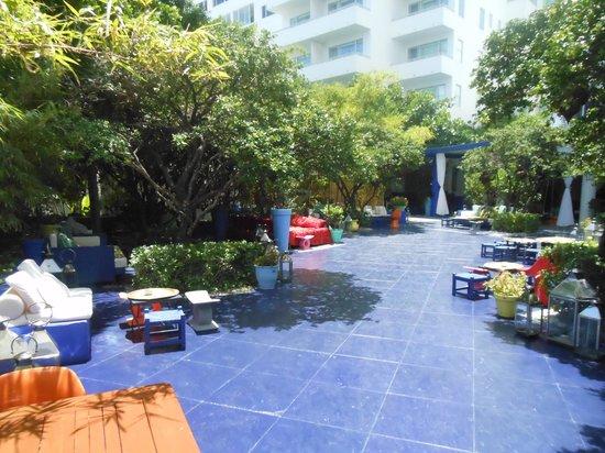 Shore Club South Beach Hotel: Loungey area