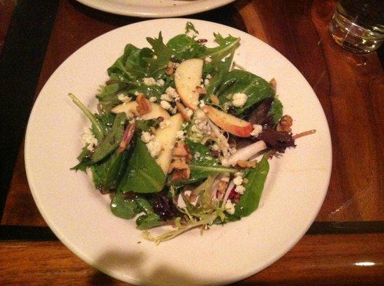 Mr. Helsinki Restaurant & Wine Bar: Apple Walnut Salad was very tasty