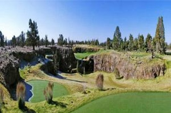 Pronghorn Resort : Signature hole