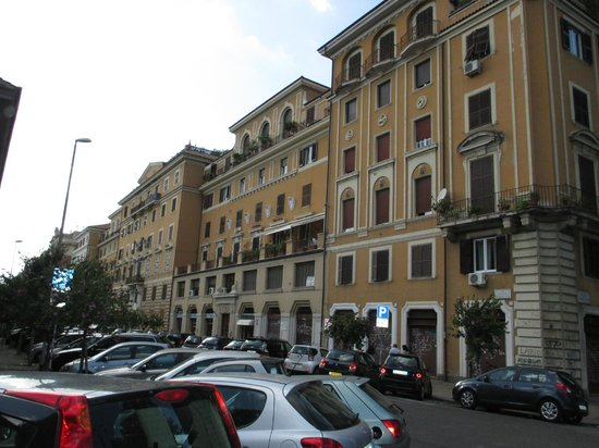 Guest House House in Rome Domus Romana: Neighborhood