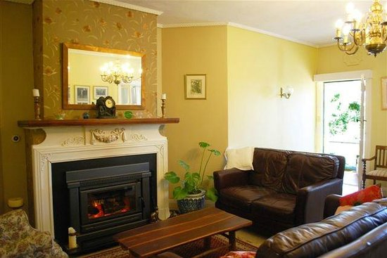 Woodford of Leura: Guest Lounge Room