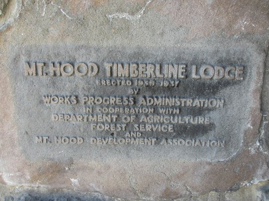 Timberline Lodge: Lodge sign carved into stone