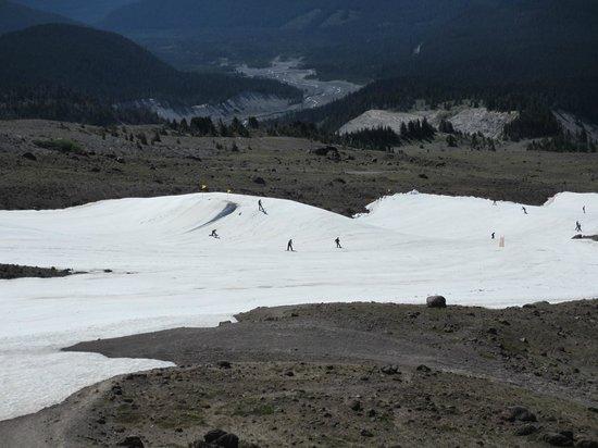 Timberline Lodge: Skiiers (in July!)