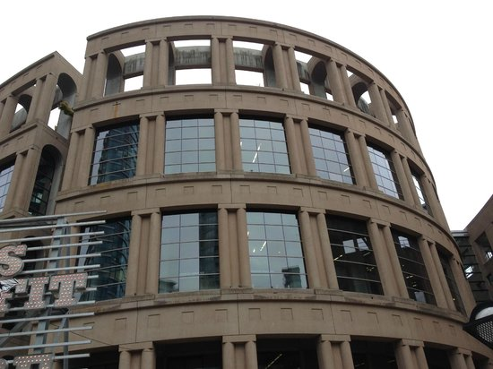 Vancouver Public Library (Central Library Branch) : Exterior of Building