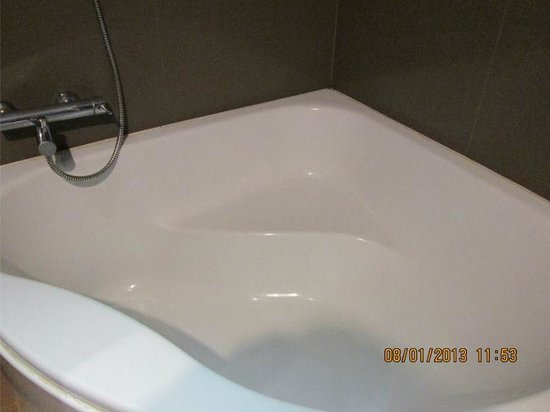 Bangkok City Hotel : clean bath tub