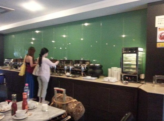 Bangkok City Hotel : buffet breakfast starts at 7am