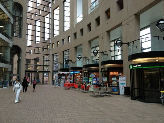 Vancouver Public Library (Central Library Branch) : Shops along the Interior Ring