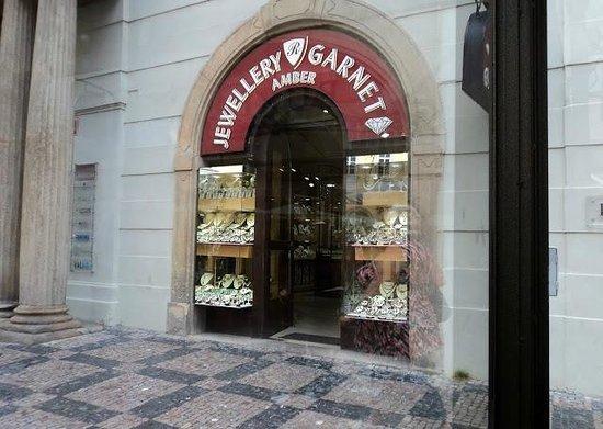 Prague Day Trips : Jewelry Store