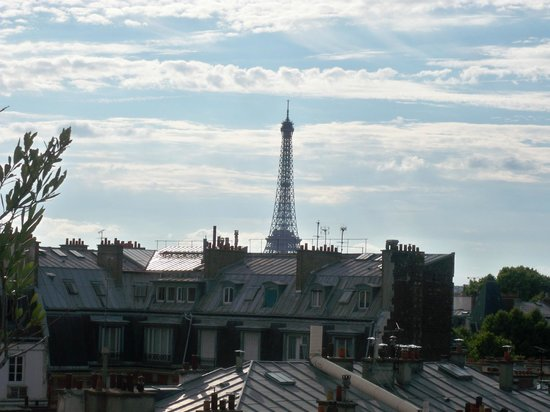Hotel Pont Royal : The Eiffel Tower from our deck.