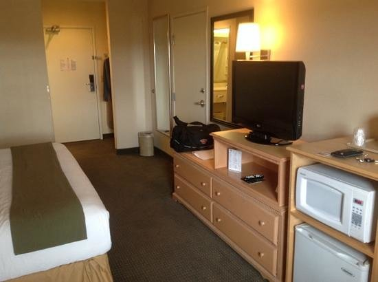 Holiday Inn Express Bend: Average size room