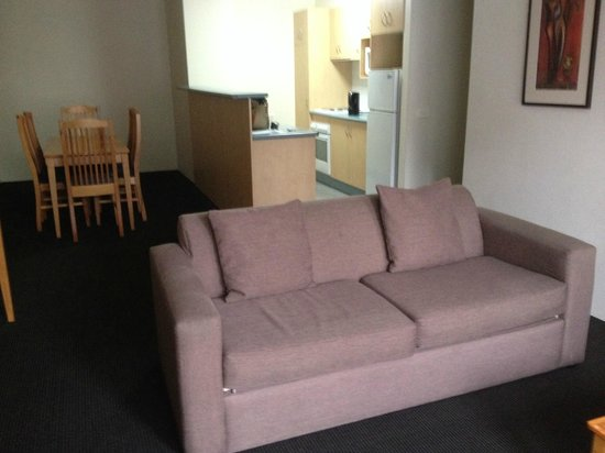 APX Apartments Parramatta: Spacious Living Room